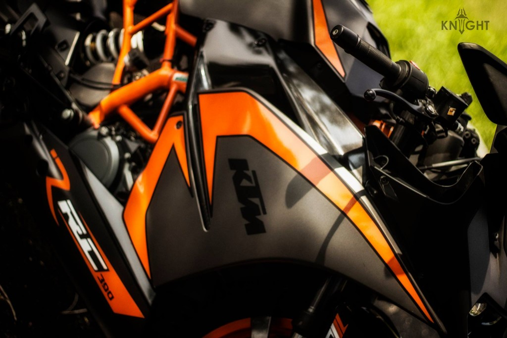 Custom KTM RC 390 Wrap by KNIGHT Auto Customizer
