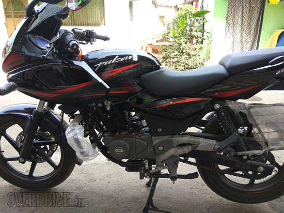 2017 Bajaj Pulsar 220F Launched at INR 91000