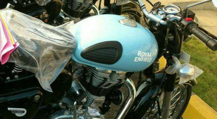 2017-royal-enfield-classic-new-colours-1-3