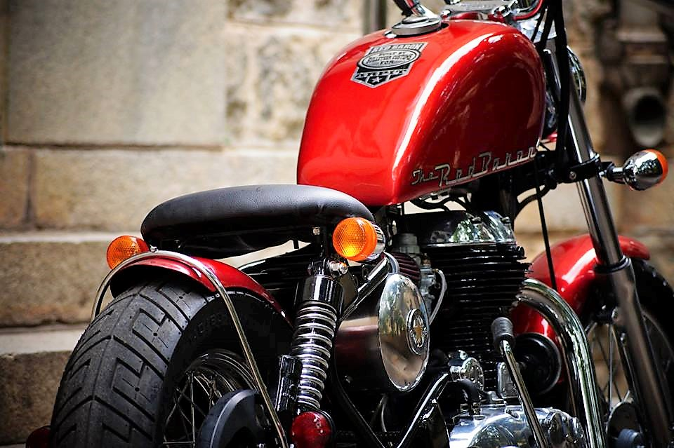 red-baron-500cc-royal-enfield-modified-bobber-by-bulleteer-customs