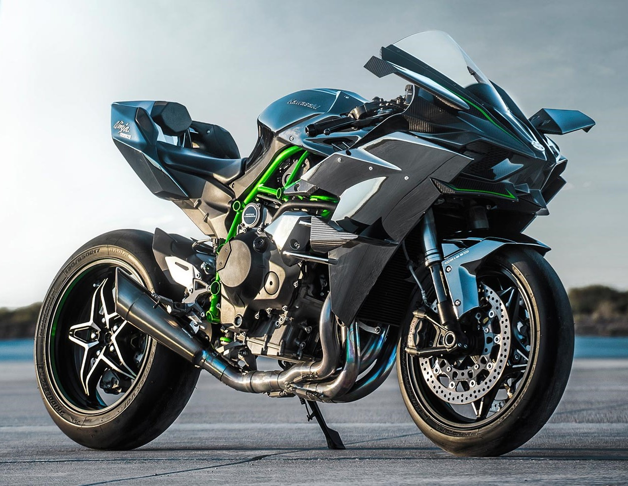 Quick Comparison Kawasaki Ninja H2r Vs Bmw Hp4 Race