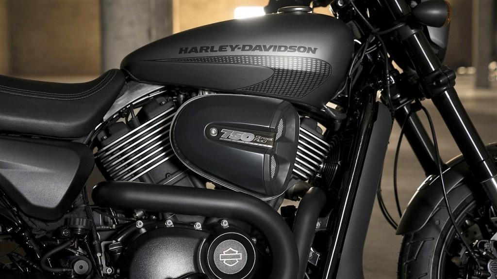 2017-Harley-Davidson-Street-Rod-750-19