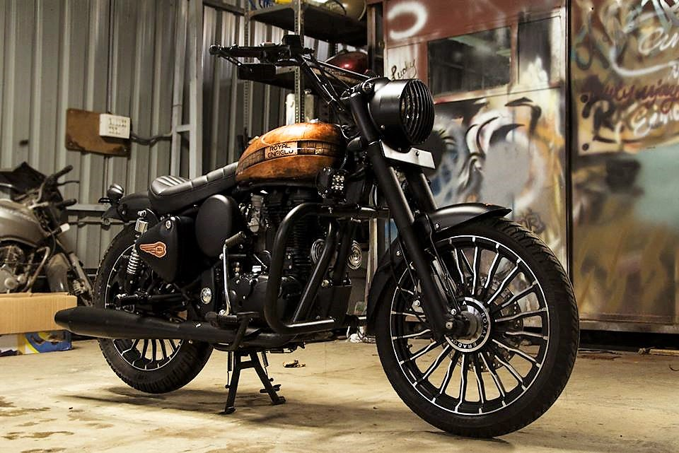 Royal-Enfield-Classic-350-Paint-by-Eimor-Cistoms