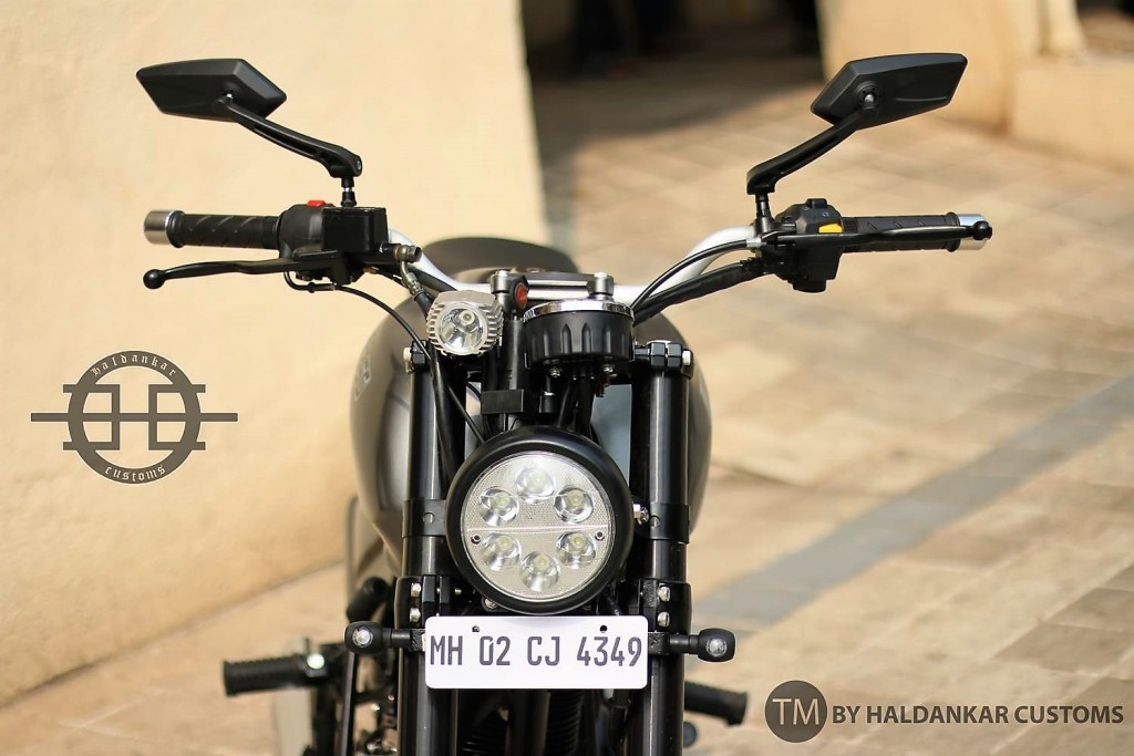 X-350-Modified_Royal_Enfield_Thunderbird_UCE_350cc_Street_Haldankar_Customs_Handlbar_LED