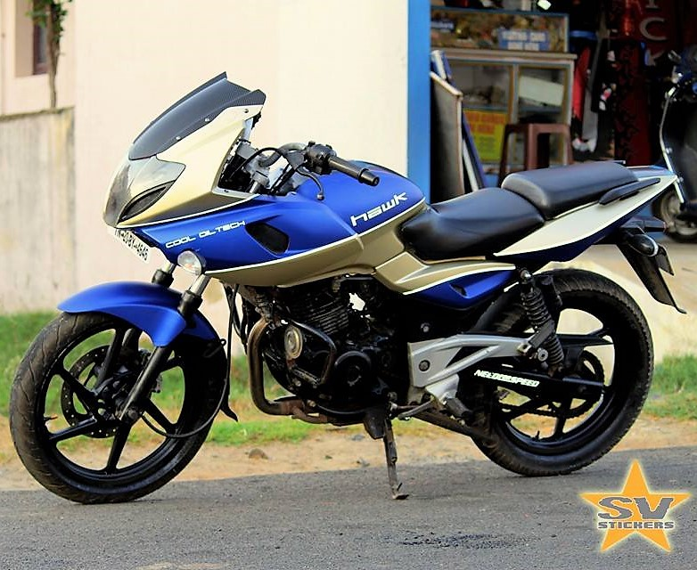 Bajaj-Pulsar-220F-Hawk-Edition-2