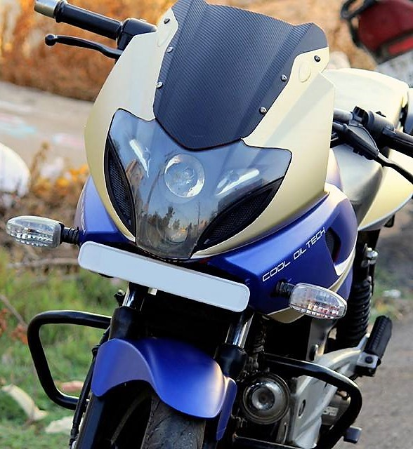 Bajaj-Pulsar-220F-Hawk-Edition-3