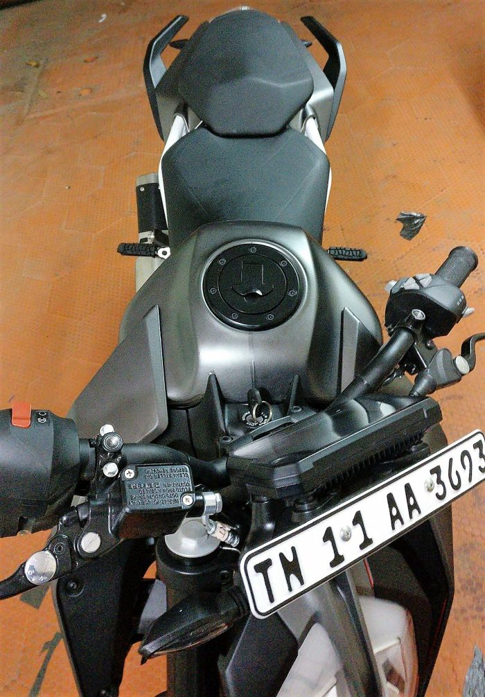 Matte-Chrome-Black-KTM-Duke-390-A-Wraps-2