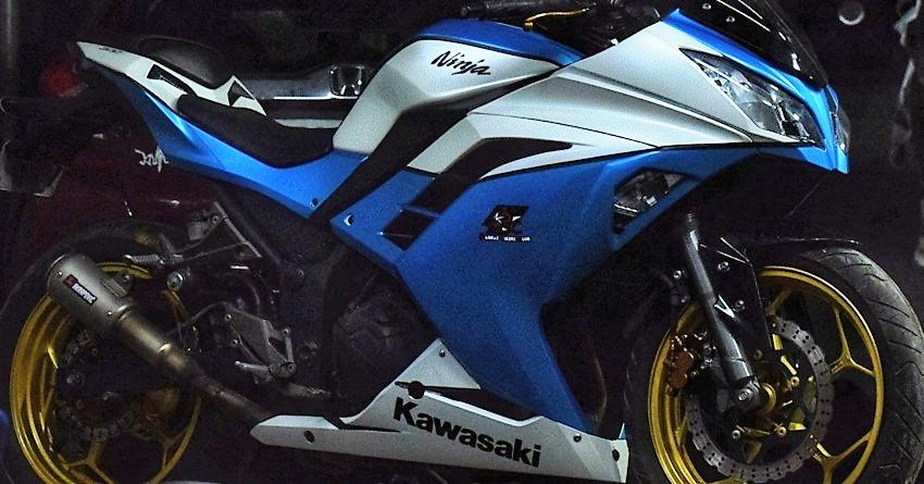 blue white kawasaki ninja 300 wrap by knight auto customizer
