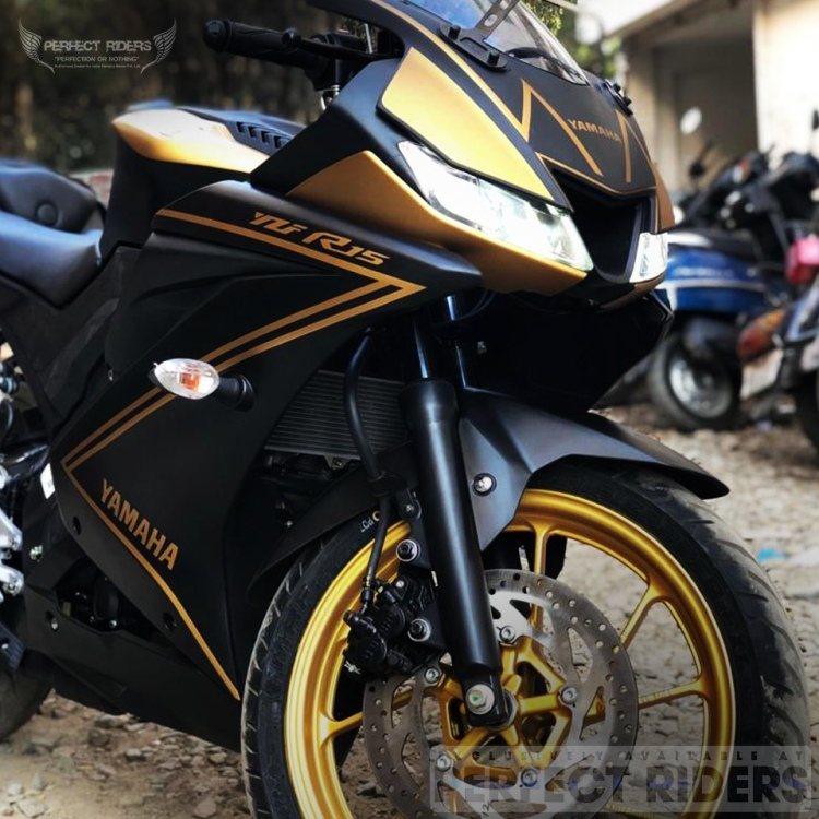 Black and Gold R15 V3 SE Front 3-Quarter