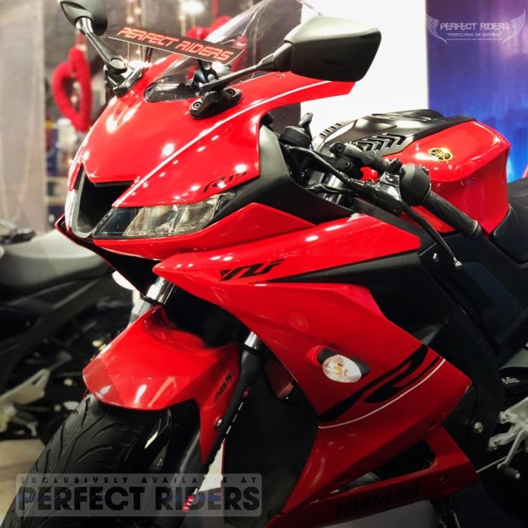 Red R15 V3 SE Front 3-Quarter View