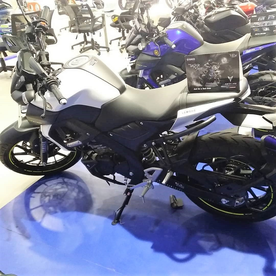 Red Yamaha MT-15 Spotted At A Dealership In India
